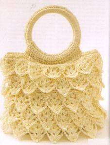 кружевная вязанная сумочка крючком из чешуек