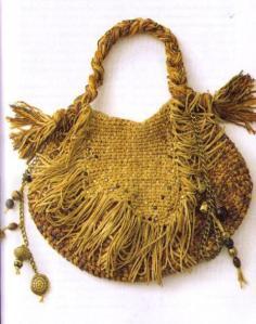 сумочка связанная узором под ткань с бусинами и бахромой