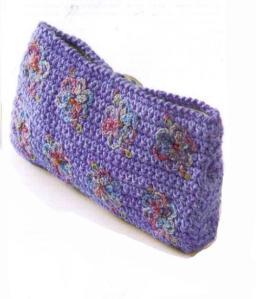 вязаный клатч-косметичка крючком с цветами