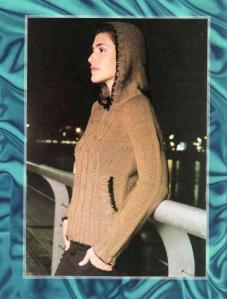 женская вязаная куртка с капюшоном спицами